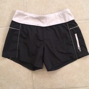 Lululemon Workout Shorts with pocket size 4